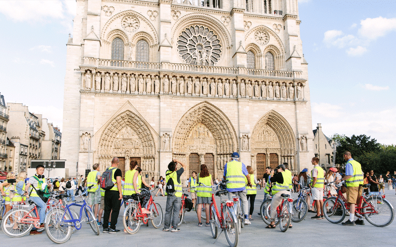 fat-tire-tours-bike-tours-nightlife-paris