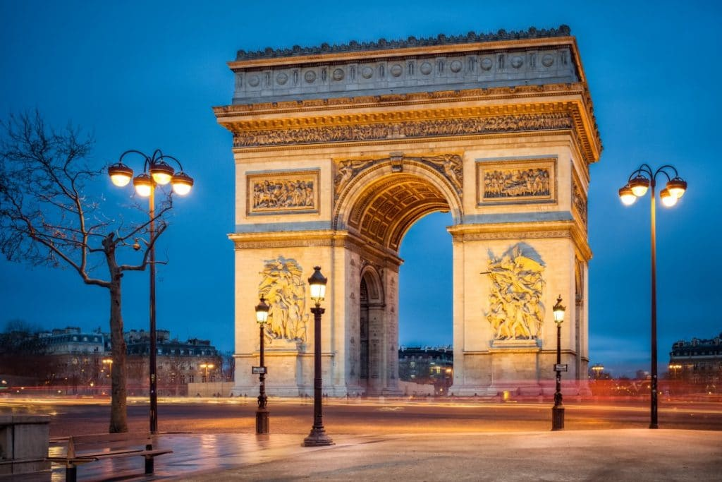what-to-do-paris-night-arc-de-triomphe