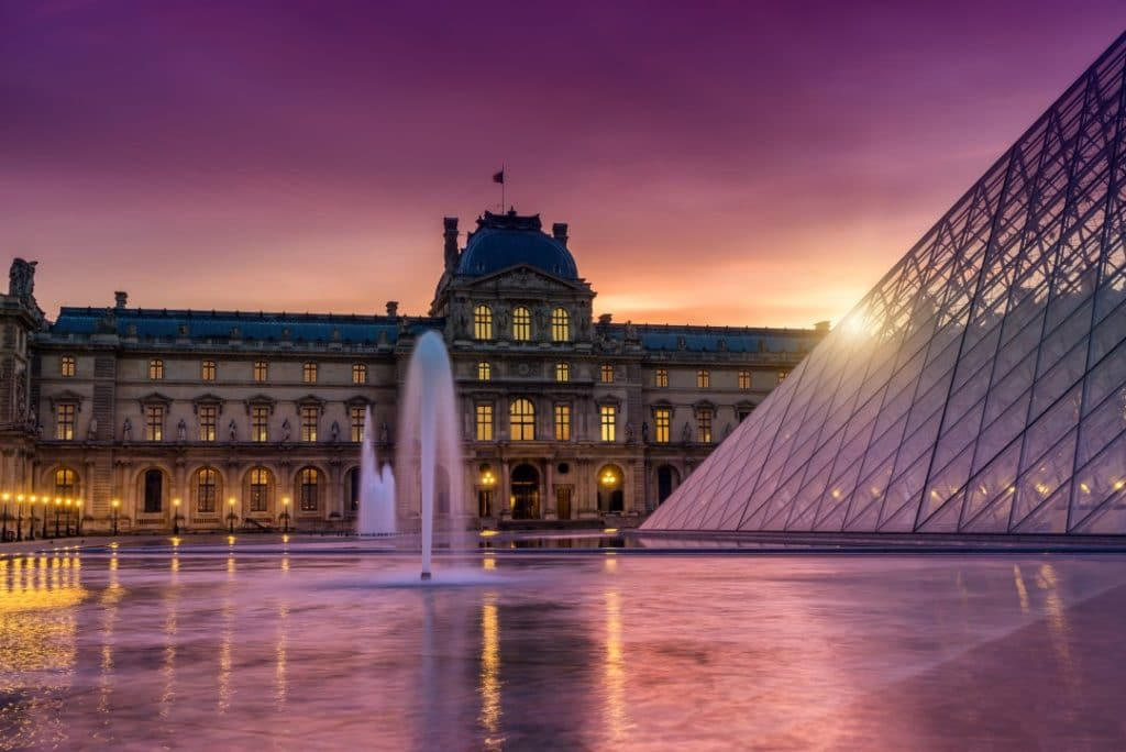 what-to-do-paris-night-louvre