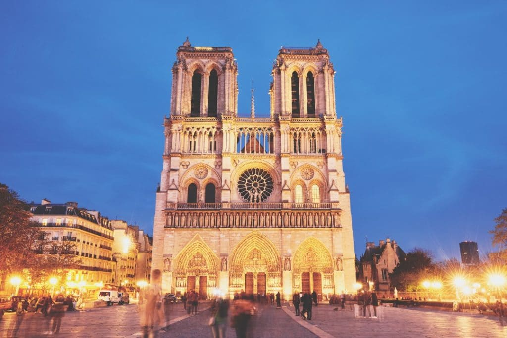 what-to-do-paris-night-notre-dame