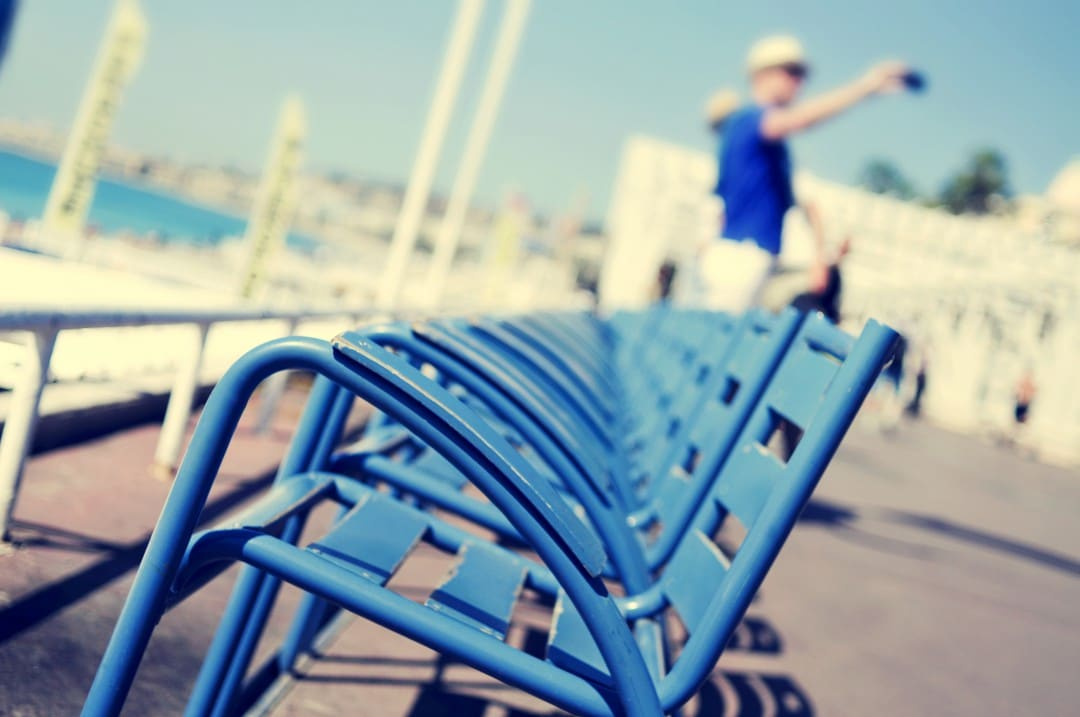 what-is-promenade-des-anglais-blue-chairs