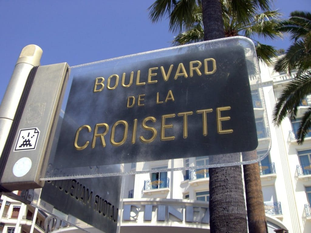 where-to-visit-in-cannes-boulevard-croisette