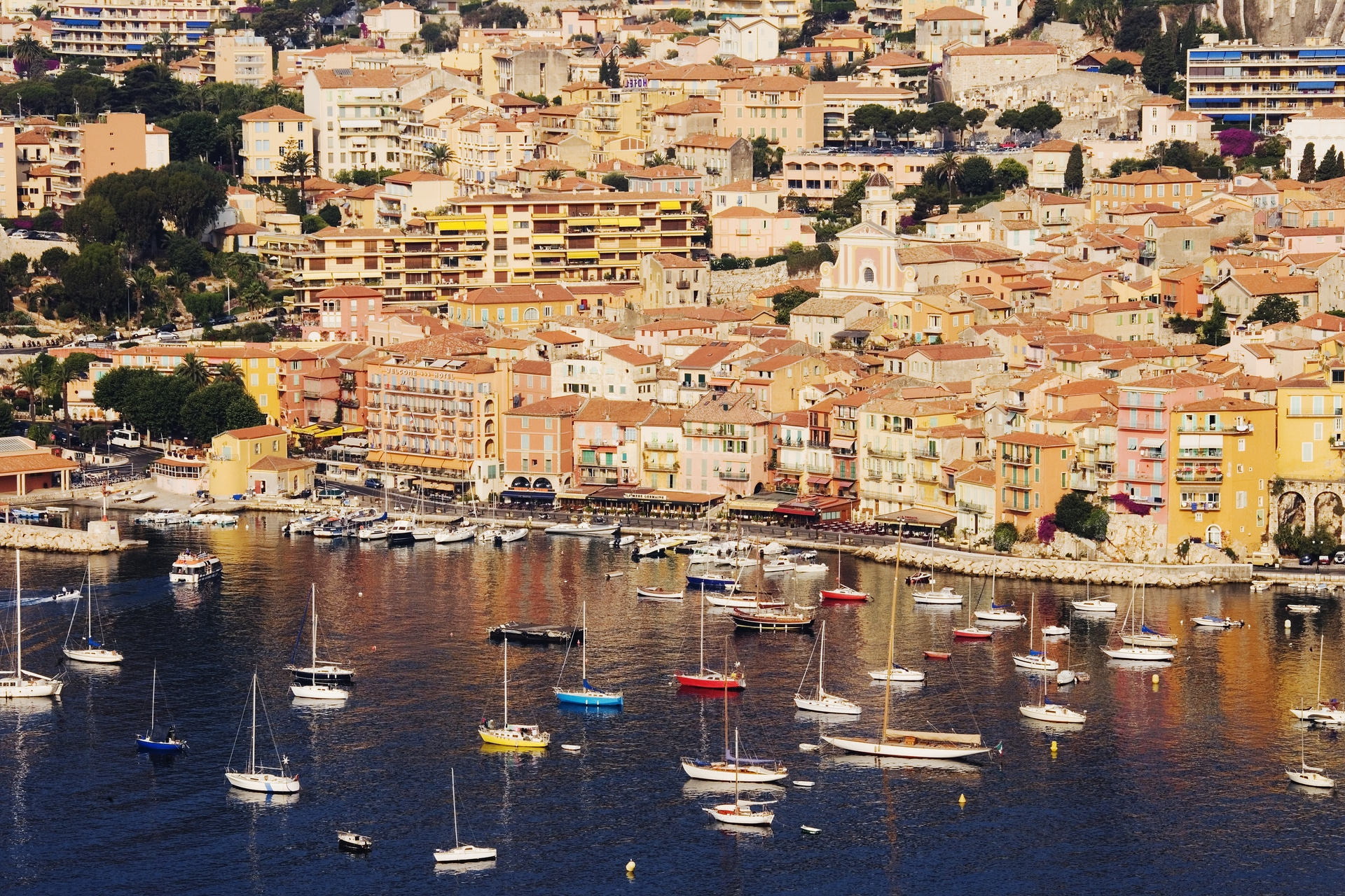 How to get from Villefranche port to Nice