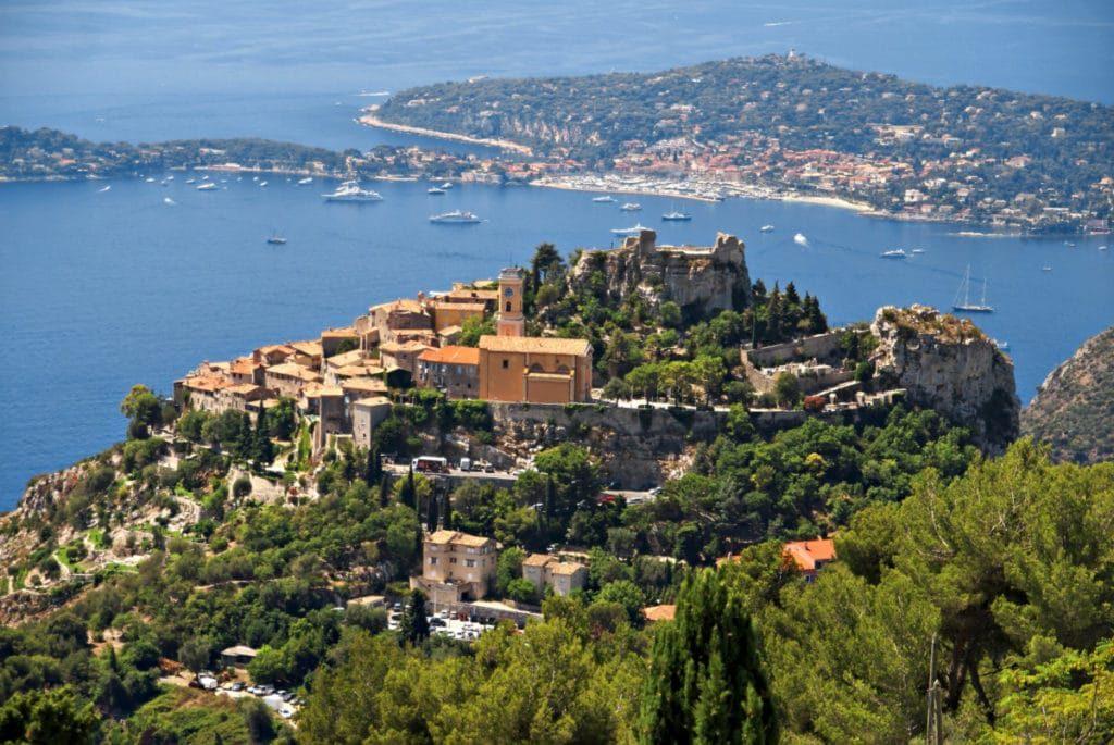 Nice to Monaco le village dewe dans les aples maritimes