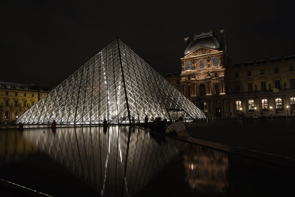 paris nightlife tours louvre night