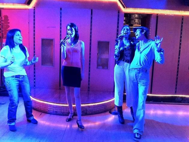 the best karaoke bars in paris chinatown