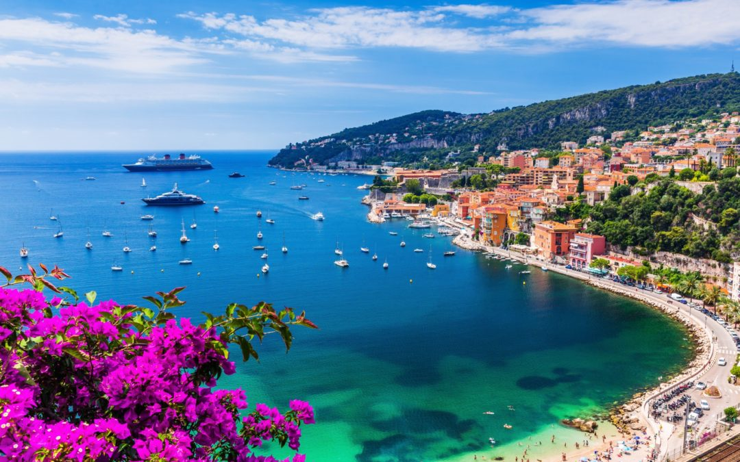 Which two countries make up the coastline of the Riviera?
