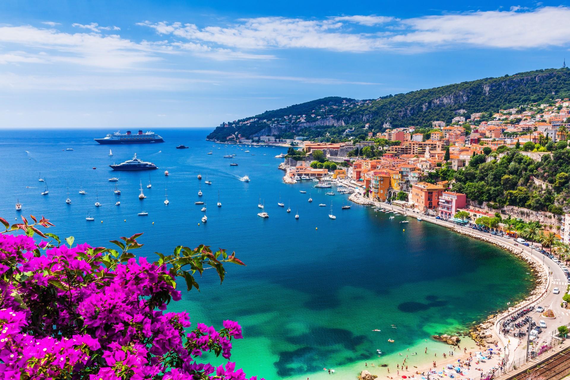Aus welchen beiden Ländern besteht die Küstenlinie der Riviera?